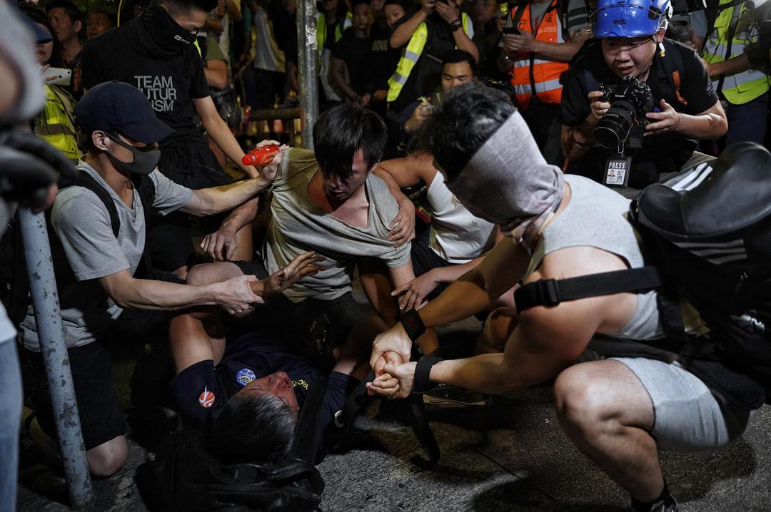 2019年10月26日,有網民發起在晚上8至11時於元朗大馬路靜坐,期間有市民爭執。