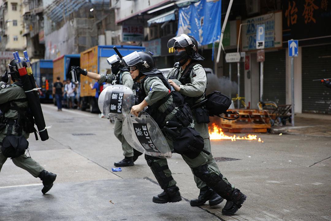 10月6日,下午五點半左右,九龍區,防暴警察出動。