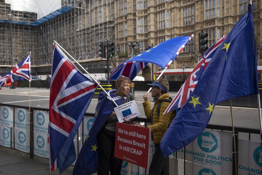 2019年10月17日,英國與歐盟就脫歐問題達成新的協議。在近日英歐談判關鍵階段,英國國會外繼續有留歐派支持者抗議。 攝:Dan Kitwood / Getty Images