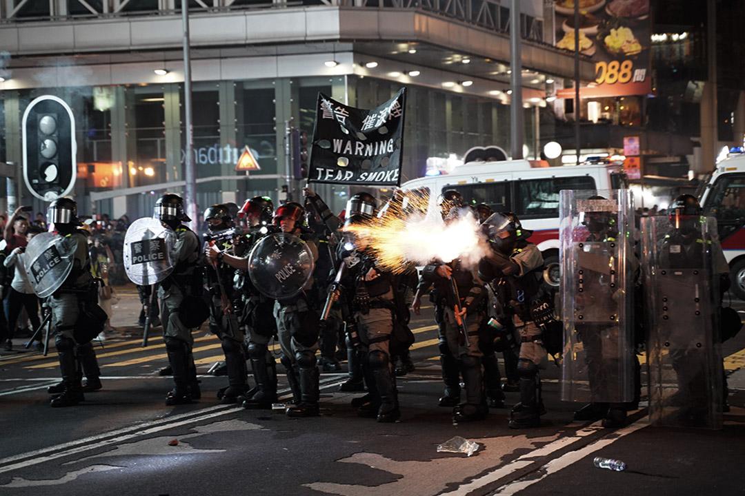 警方在旺角開槍。