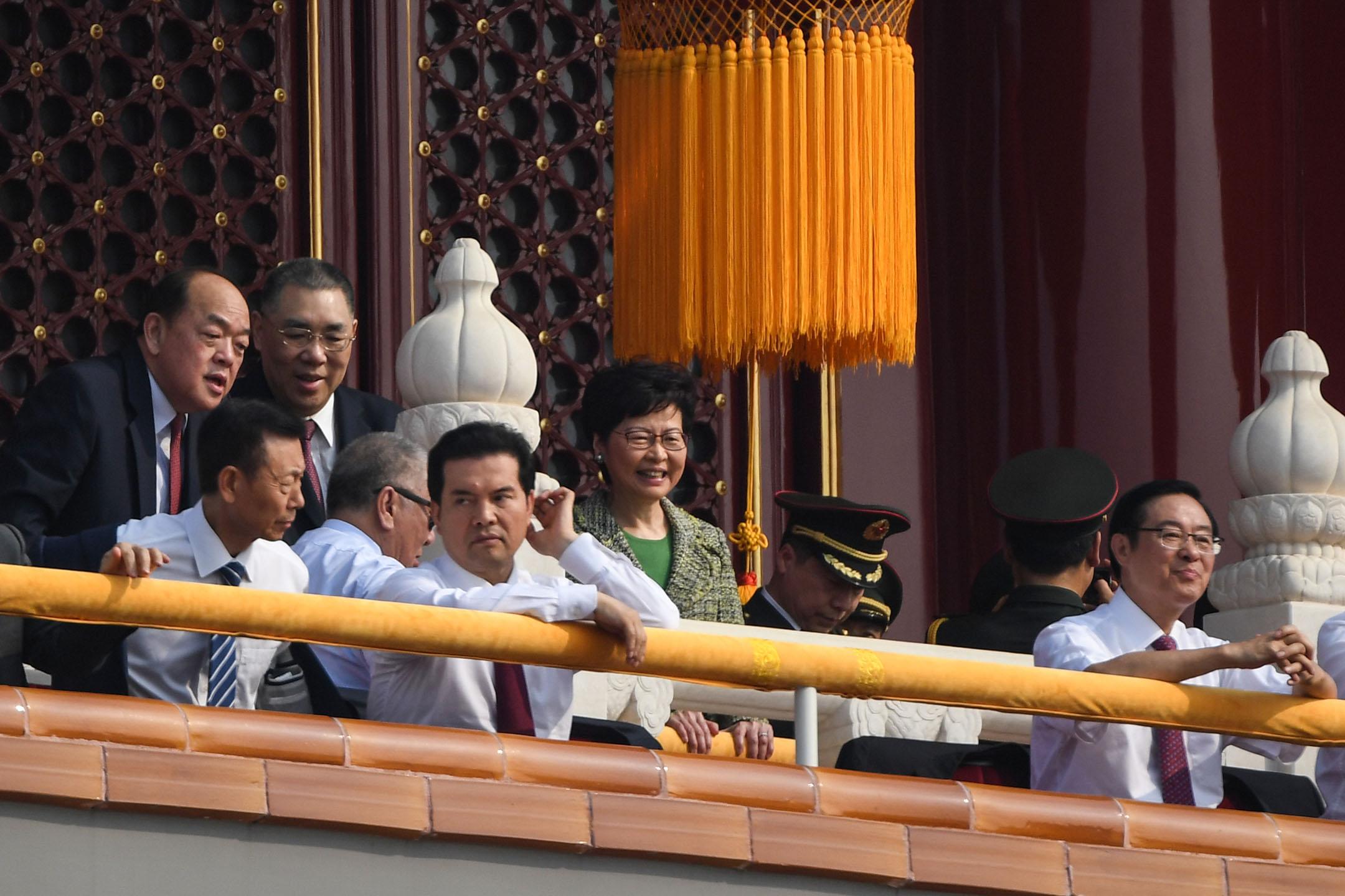 香港特首林鄭月娥及澳门现任特首崔世安、澳门下任特首賀一誠。 攝: GREG BAKER/AFP/Getty Images
