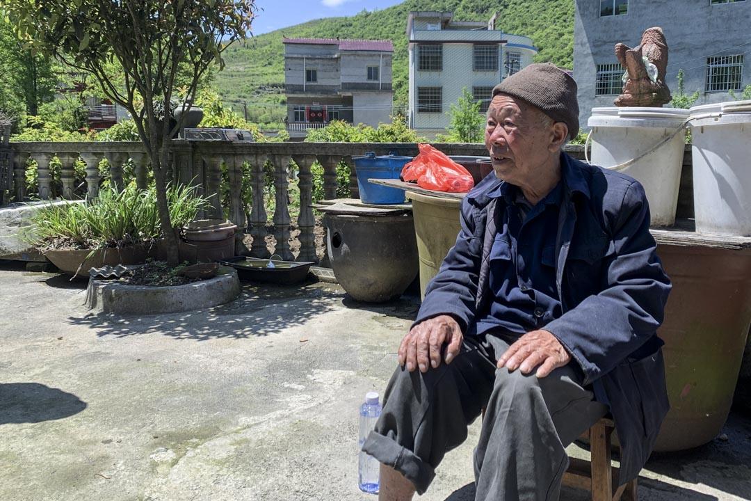 三江公社大隊會計黃天愛。