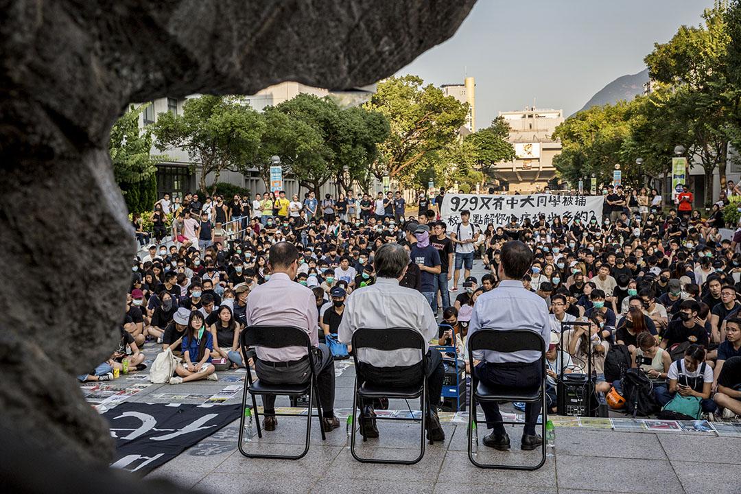 2019年10月3日,中大校長崇智與學生對話。 攝:林振東/端傳媒
