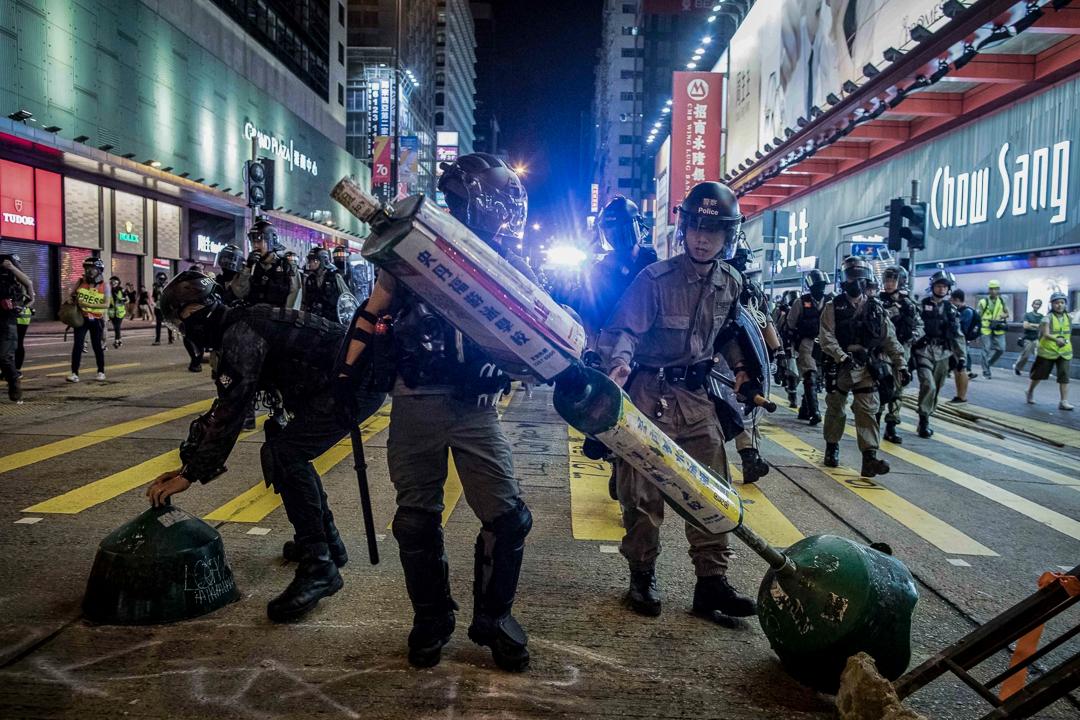 2019年10月5日,防暴警在旺角驅散示威者。