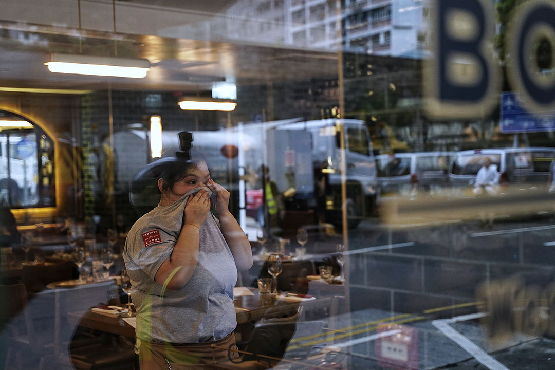 10月6日,下午五點左右,港島,催淚煙中的市民。