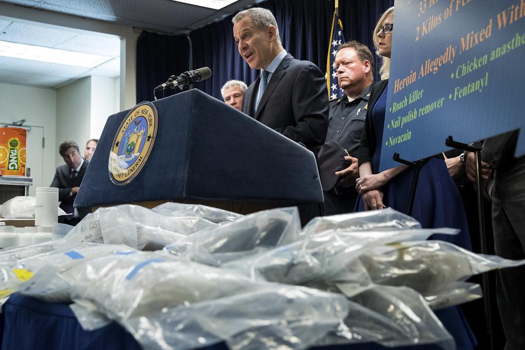 2016年9月23日,紐約總檢察長舉行破獲毒品的記者會,其中有展示芬太尼。