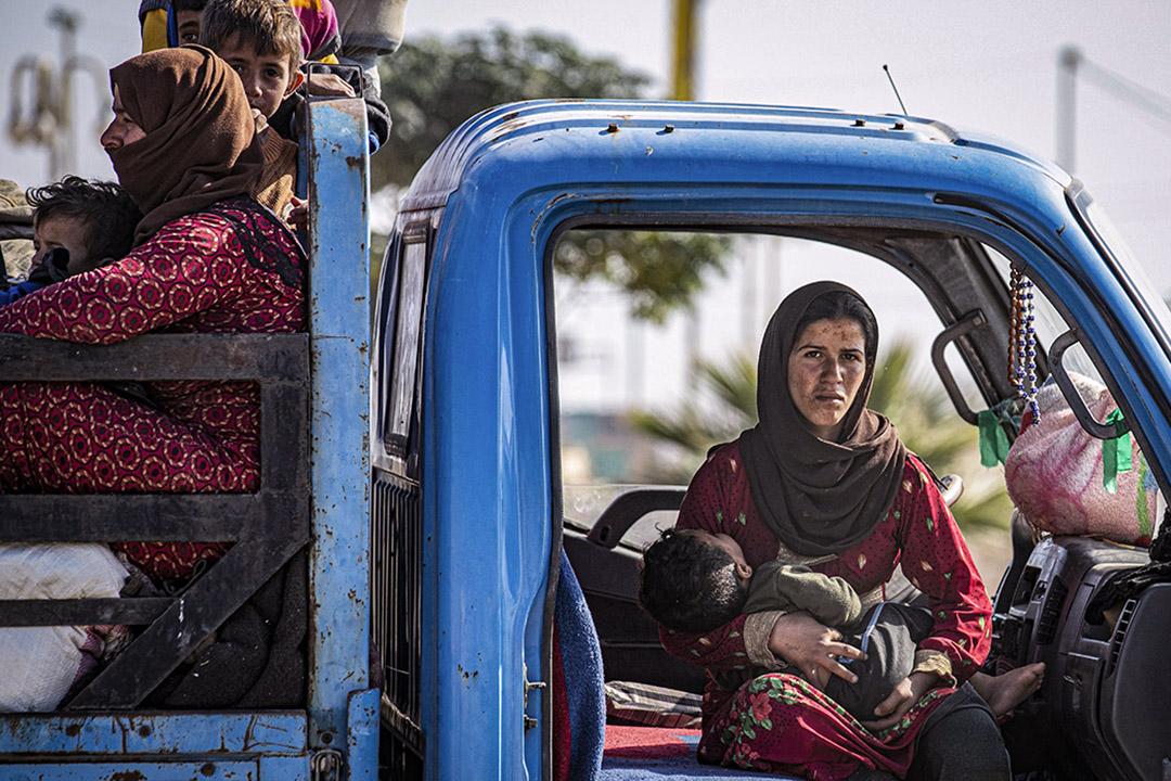 2019年10月15日,一個敘利亞家庭因土耳其與敍利亞的戰事而逃難。