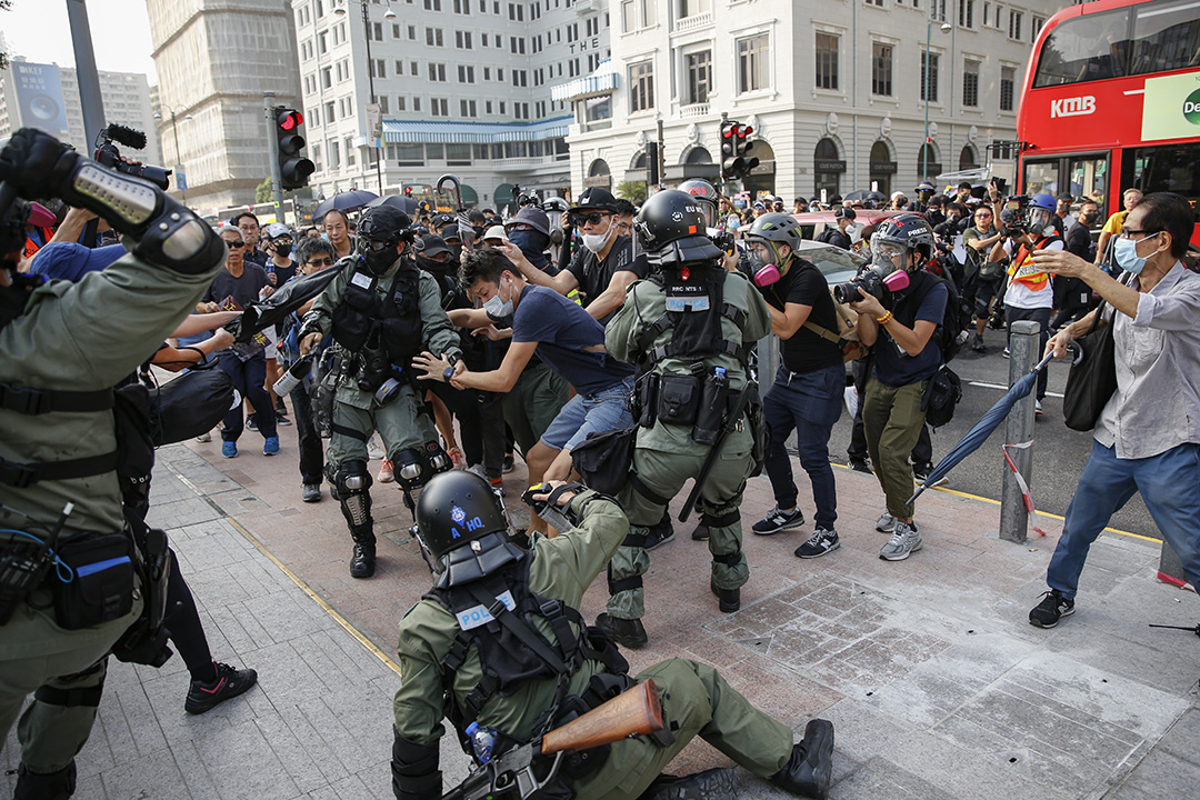 2019年10月27日,示威者在尖沙咀與警察發生衝突。