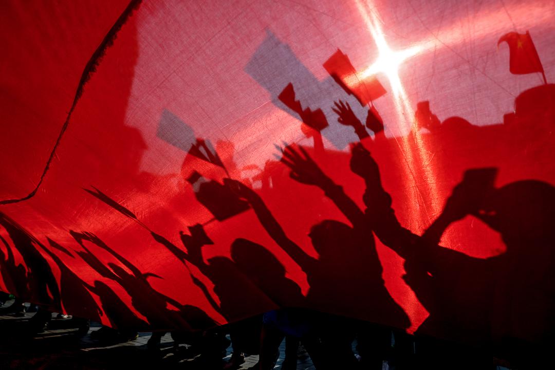 2019年10月1日,網上發起「國慶護旗手」行動,早上於中環舉行。 攝:廖雁雄/端傳媒