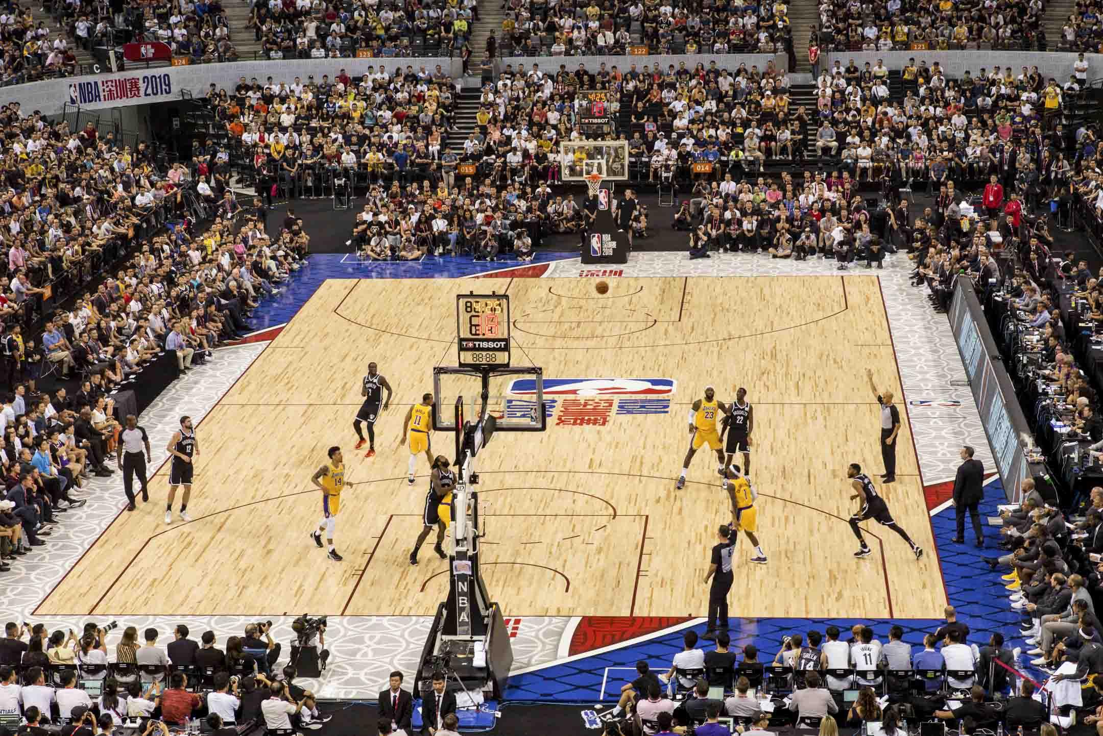 2019年10月12日,深圳舉辦的NBA中國賽洛杉磯湖人對陣布魯克林籃網隊,依然座無虛席,熱度不減。 攝:林振東/端傳媒