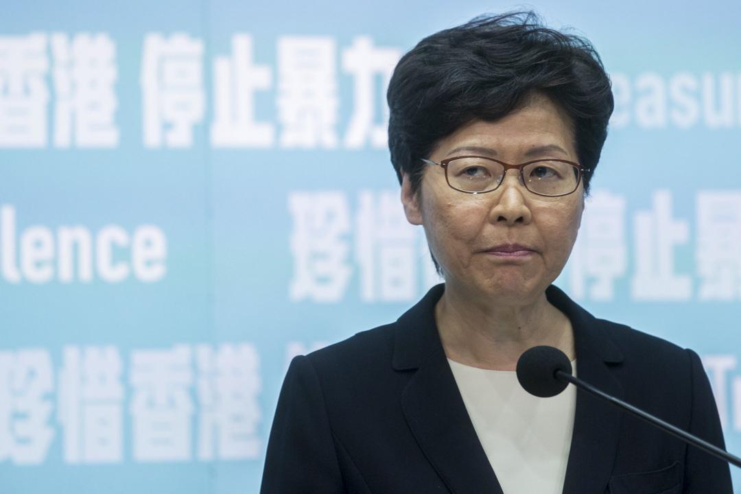 林鄭月娥宣布引用緊急法訂立《禁止蒙面規例》,於10月5日實施。