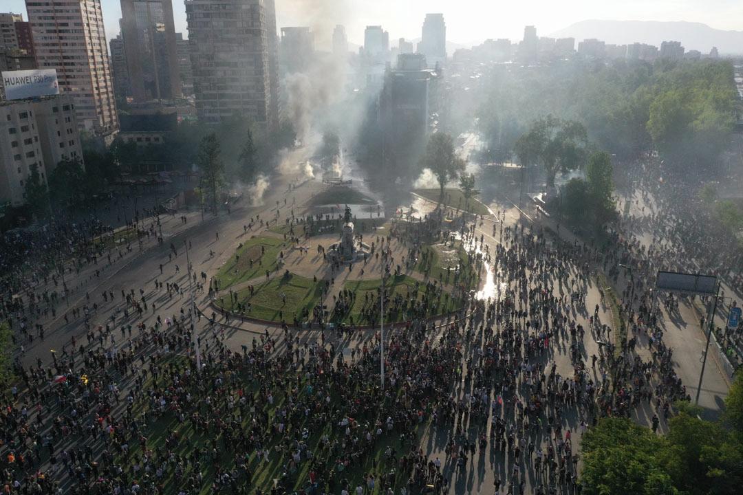 2019年10月21日,智利示威者與防暴警爆發衝突。