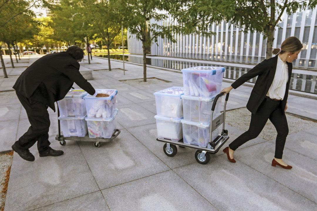 2019年8月12日,美國鹽湖城聯邦法院一宗對芬太尼販毒案的審訊,工作人員將大量證物運抵法院。