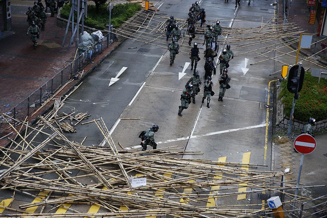 10月6日,下午五點半左右,九龍區的防暴警察。