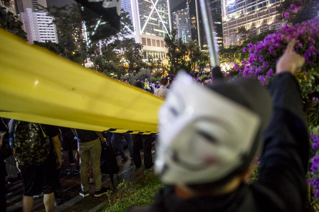2019年10月26日,香港醫護人員在中環遮打花園集會抗議警暴。
