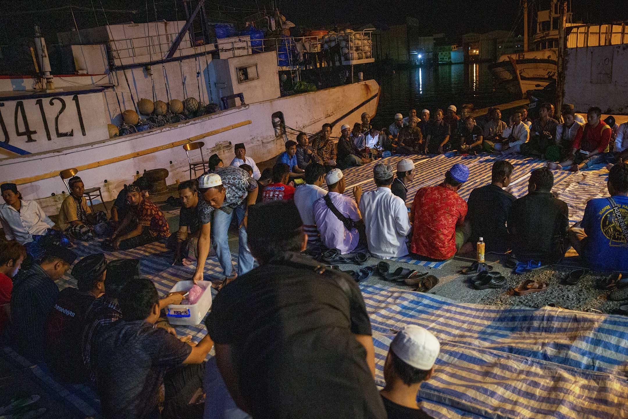 南方澳晚上的祈禱會。 攝:Eason Lam/端傳媒