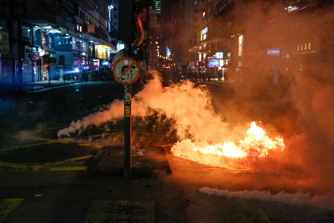 2019年10月20日,旺角彌敦道,警方發射催淚彈。