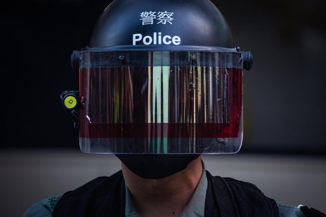 2019年10月5日,反蒙面法遊行期間,防暴警戴著面罩出動。