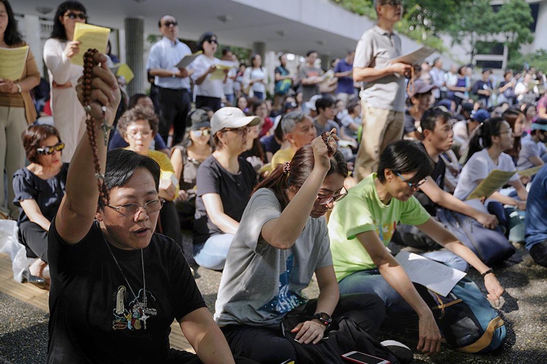 市民在遮打花園舉行祈禱會。