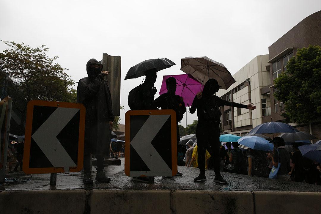 10月6日,下午三點左右,九龍,抗議緊急法及禁蒙面法的示威者。
