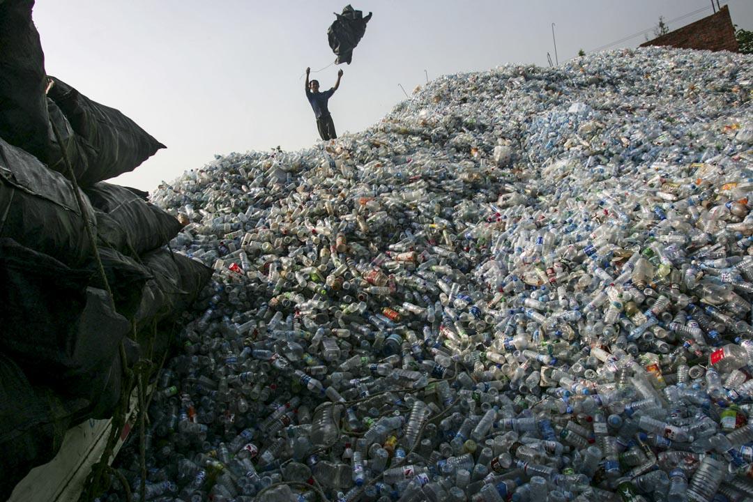 中國突然停止進口垃圾,禁令將在2030年前造成全球1.11億噸垃圾無處可去。