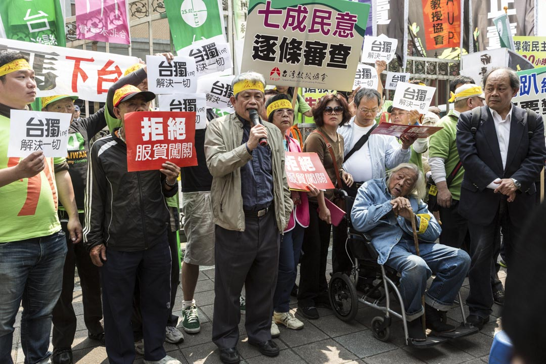 台獨運動先驅人物史明(輪椅者)逝世,享年103歲。 攝:Craig Ferguson/LightRocket via Getty Images