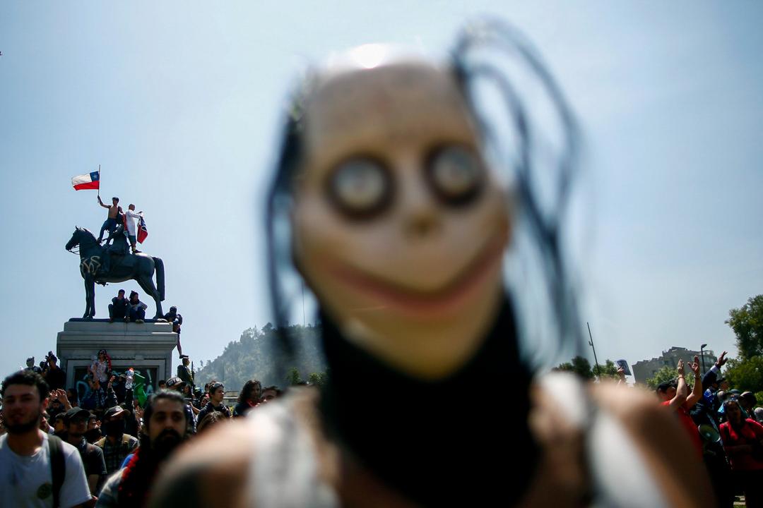 2019年10月21日,智利大規模的反政府抗爭和持續警民衝突,期間示威者在巴克達諾廣場聚集。