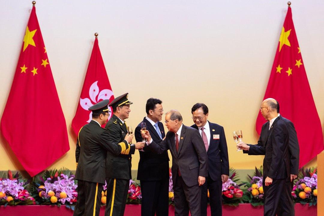 張建宗(右三)主持香港慶祝國慶大會。
