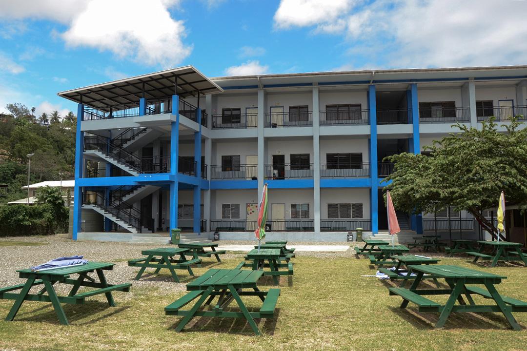 在中國資金援助下剛完工的中華學校新校舍。