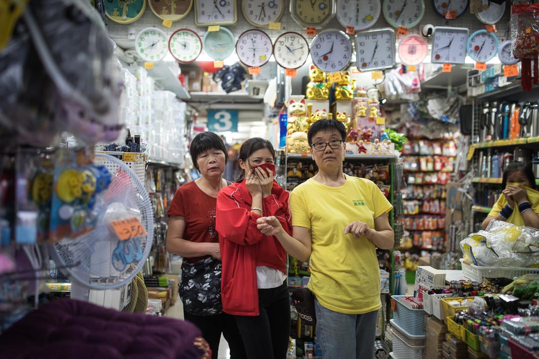 2019年10月20日,九龍區遊行期間,有途人受催淚煙影響。