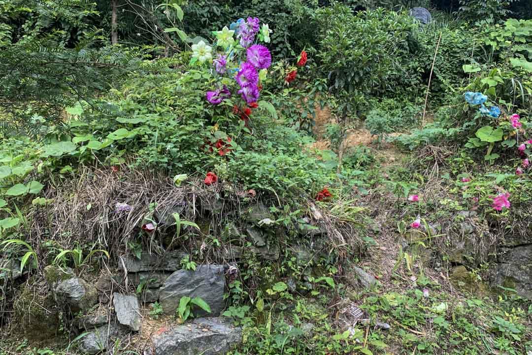 三江村村民為黃天輝建的無字碑。