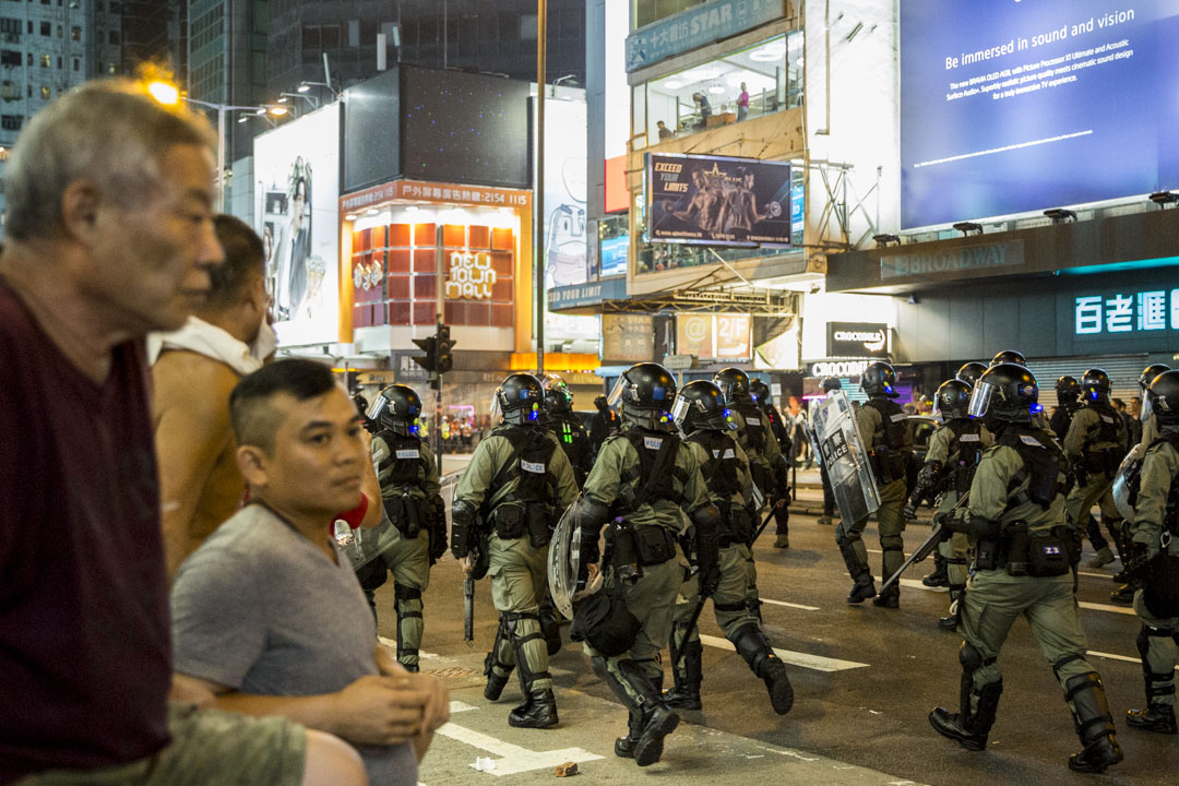2019年10月27日,警察在旺角清場後離開。 攝:林振東/端傳媒