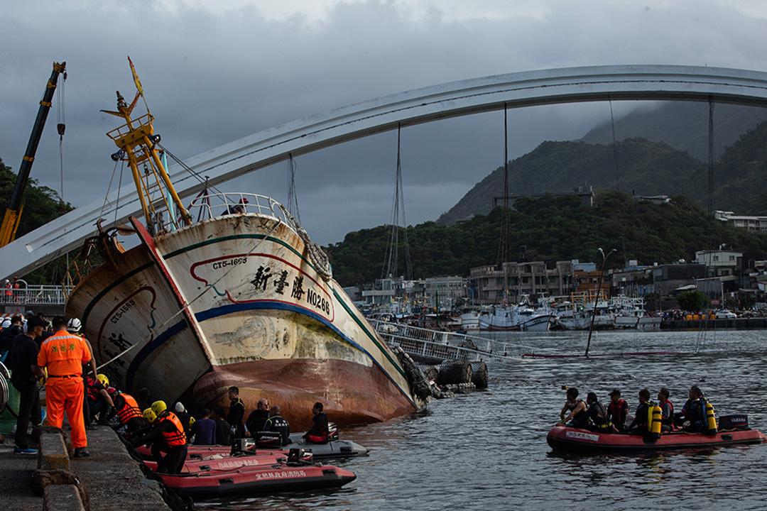 2019年10月1日上午9時30分,位於台灣宜蘭南方澳的跨港大橋突然斷裂。