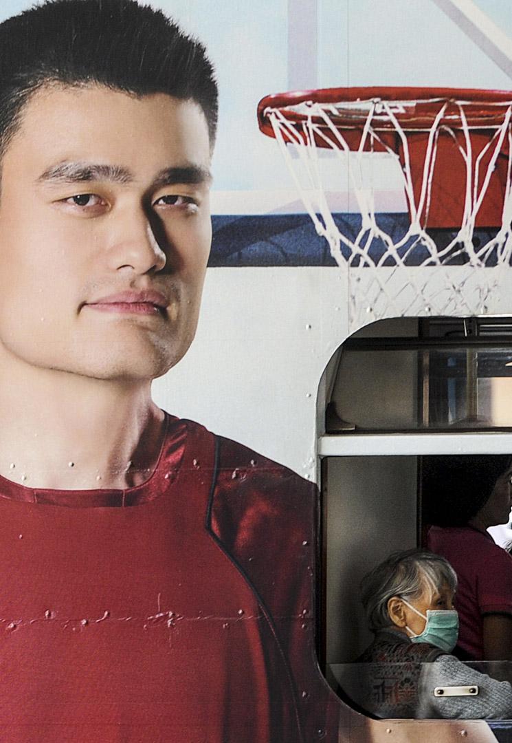 因姚明的緣故,火箭隊一直被中國球迷鍾情,也格外受到中國贊助商的青睞。