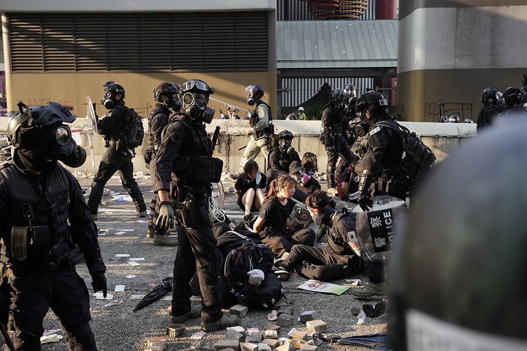 下午五點半左右,黃大仙,示威者被捕。