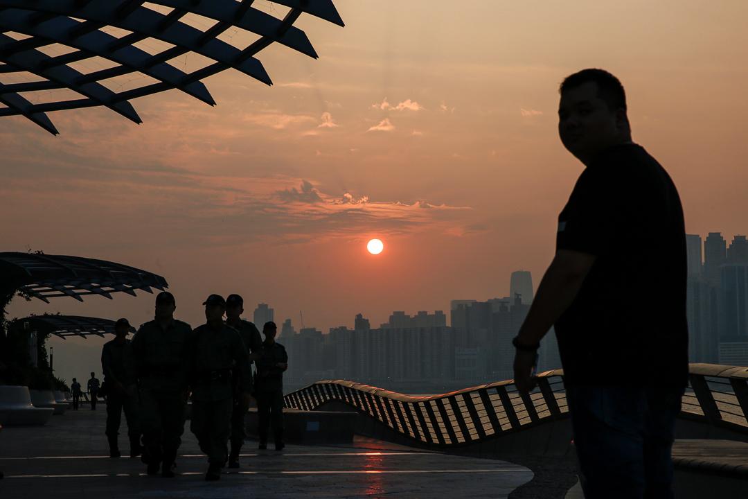 2019年10月1日,清晨時分,已有大量警察在星光大道巡邏。