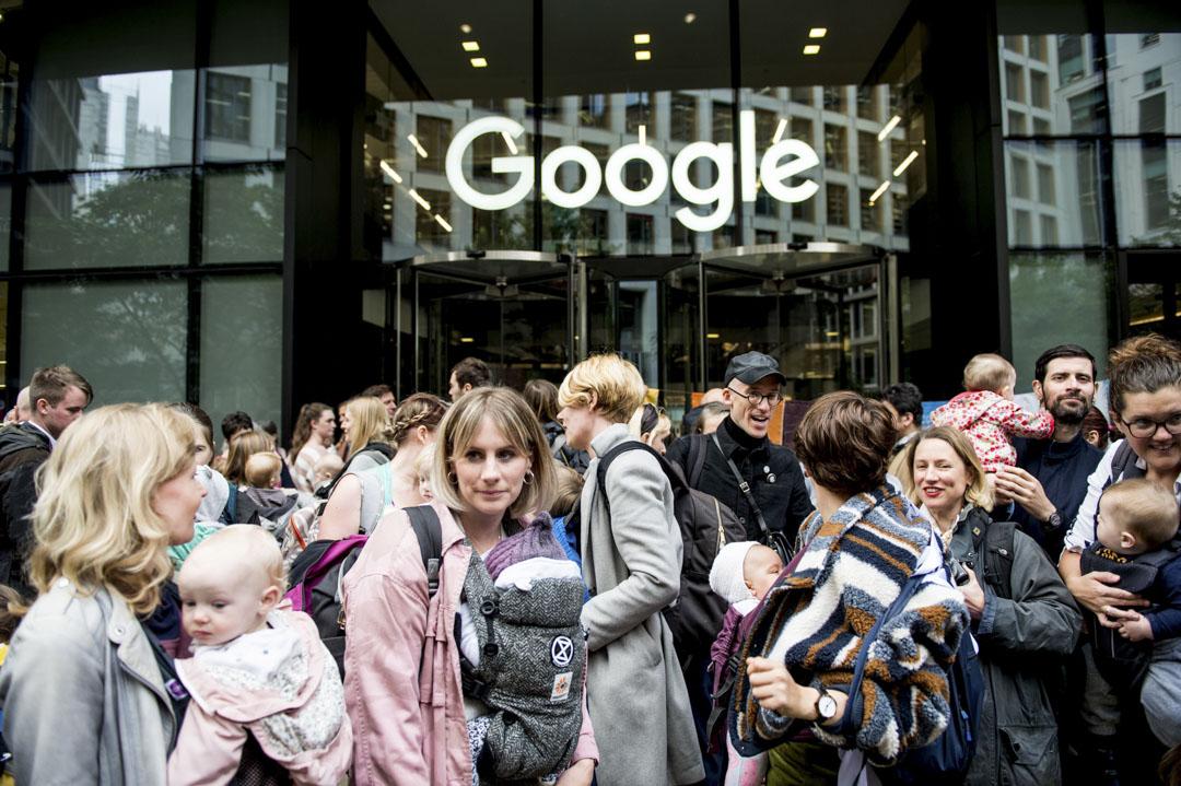 2019年10月16日,倫敦反氣候變化的示威者在Google UK總部外抗議。