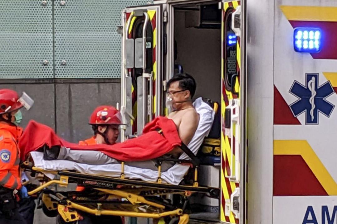 在區議會選舉屯門樂翠選區競逐連任的何君堯,今早屯門被人用刀刺傷,送院治理後確認沒有生命危險。 網上圖片