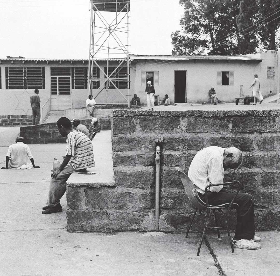 醫療站,生命療養院,2001。 攝影:托本.埃斯可拉德