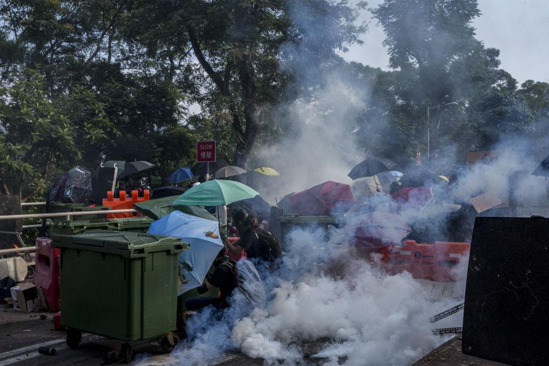 2019年11月12日,下午3時左右,警察與示威者在香港中文大學二號橋前發生衝突。