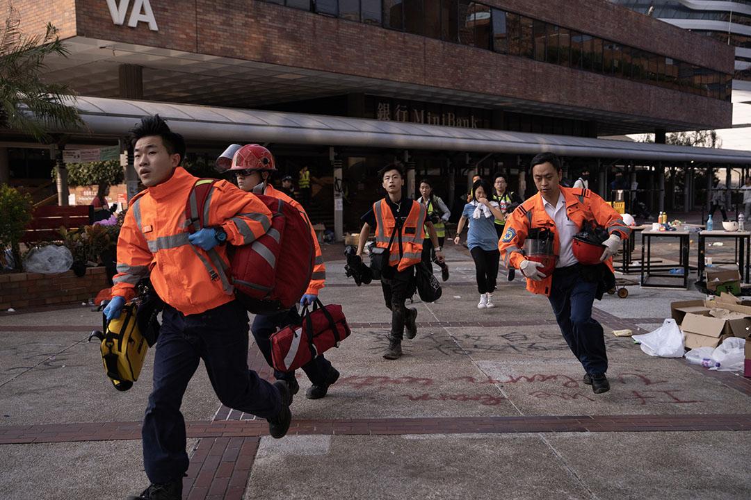 2019年11月18日,理工大學,紅十字會醫療人員進入校園。