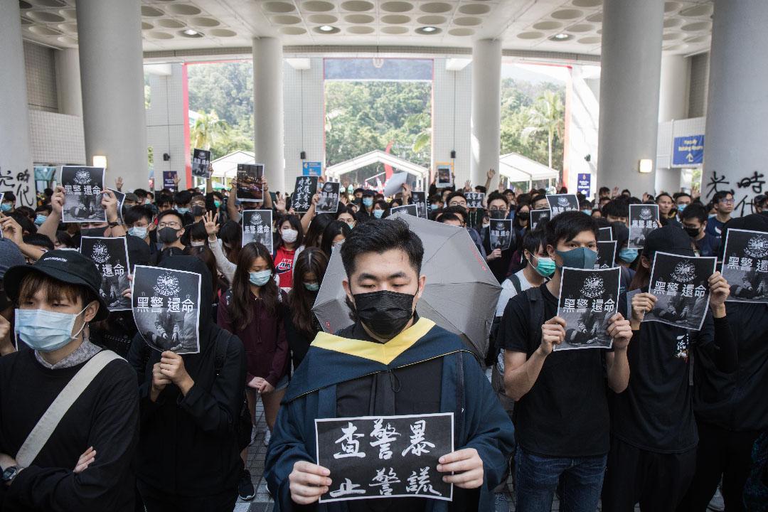 中午大約一點,科技大學學生組織默哀活動。