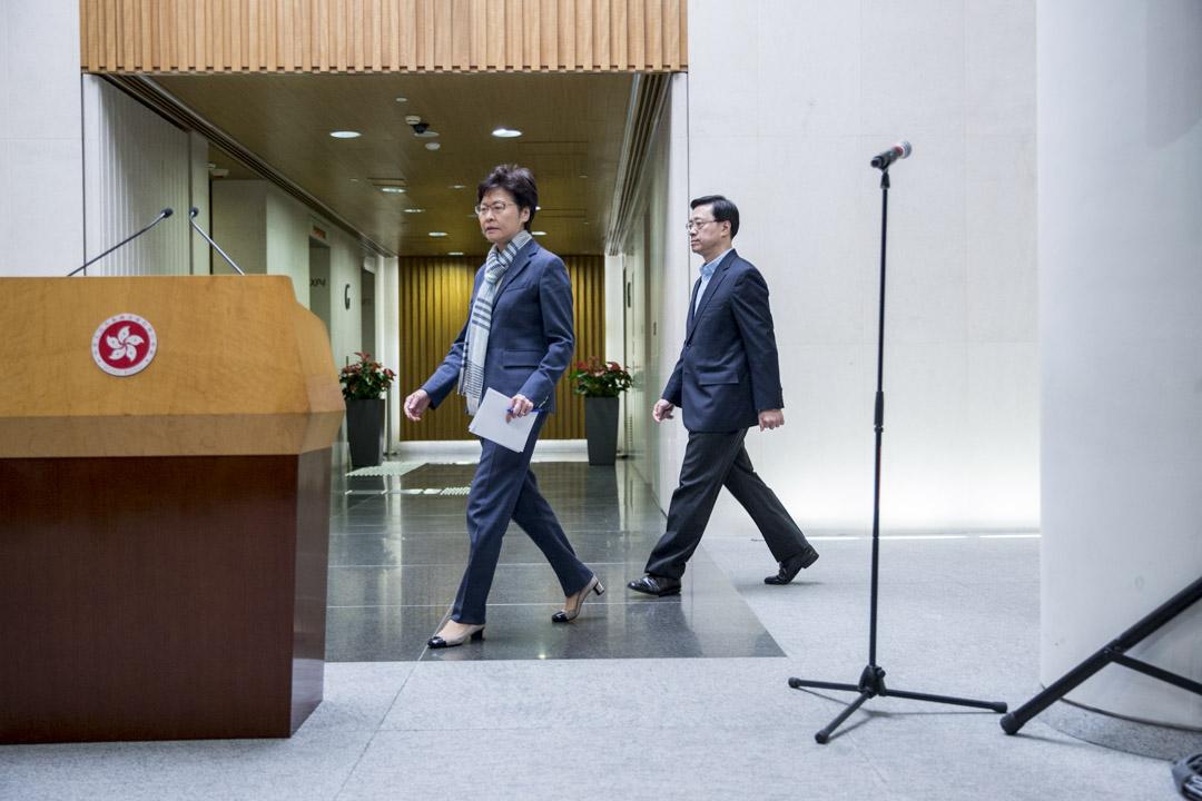 2019年11月11日,香港特首林鄭月娥在保安局長李家超等官員陪同下會見傳媒。 攝:林振東 / 端傳媒