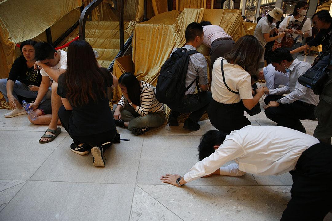 11月11日,中午一點左右,中環,市民受催淚煙影響。