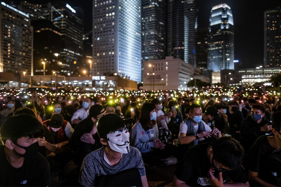 2019年11月14日晚,香港上千市民在愛丁堡廣場參加「消防救護打氣集會」。 攝:Justin Chin/Getty Images