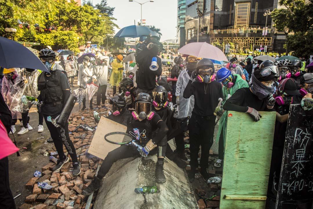 2019年11月17日,理工大學外的示威者。