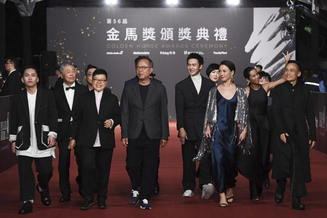《陽光普照》導演、攝影、編劇鍾孟宏帶領其團隊進場。 圖:金馬執委會提供