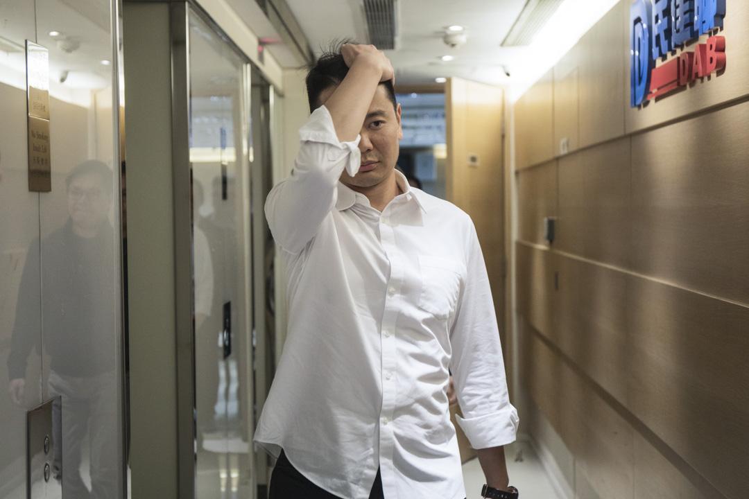 2019年11月25日,落敗的周浩鼎出席民建聯記者會。