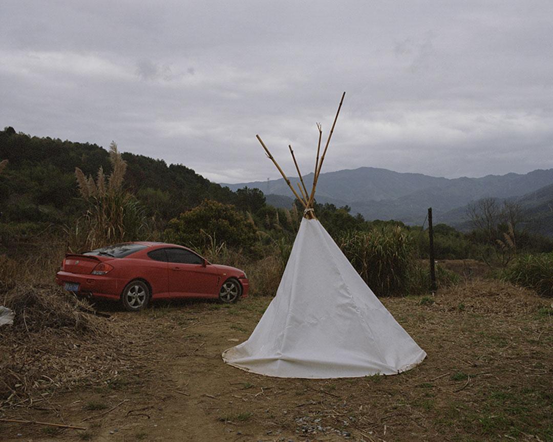 唐冠華來到福州後,花費五萬元購買了一輛二手汽車,建築中的許多材料就是由這輛車拉回來的。