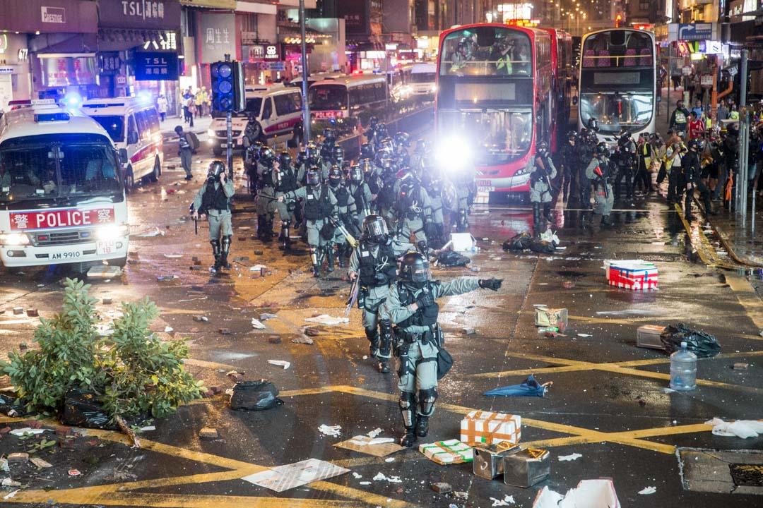 11月11日,旺角,晚上8點左右,現場的防暴警察。